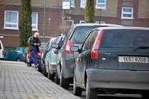 Z parkovišť v Březové mizí auta.