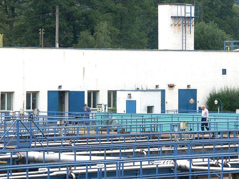 Čistička odpadních vod v Sokolově potřebuje rozsáhlou rekonstrukci. Za rok mají platit přísnější limity, kterým nevyhovuje, a hrozí jí pokuty.