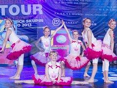MIRÁKL vždy sází na efektní a originální choreografie. S těmi pak vyjíždí na prestižní soutěže v ČR i zahraničí.