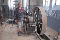 HISTORICKÁ JATKA. Vlastník jatek Alexandr Tučák ukáže veřejnosti obnovu technického zázemí jatek, kde nyní sídlí stavebniny.