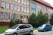 O prázdninách se s opravou školy v Horním Slavkově rozhodně nezačne.