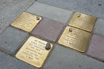 Rodina Eduarda Kronenbergera se symbolicky vrátila zpět ke svému domu. Většina členů židovské rodiny z Chodova nepřežila druhou světovou válku.