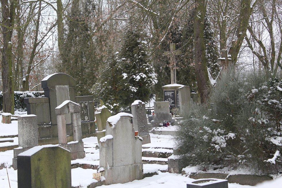 Hřbitov v Nebanicích