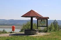 Vyhlídka Masák na jezerem Medard u Sokolova.