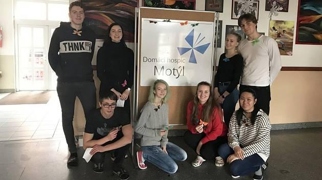 Studenti uspořádali na sokolovském gymnáziu sbírku pro Domácí hospic Motýl.
