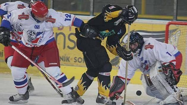 Hokejisté Baníku v domácím utkání se Slaným.