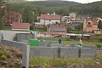 SPRÁVNÍ BUDOVA nového víceúčelového hřiště se už rýsuje v ulici Palackého.