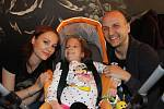 Michalka s maminkou a Jiřím Vysockým.