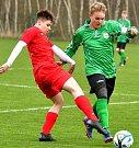 Ostrov (v červeném) slavil doma vysokou výhru 11:0 nad týmem Citice/Březová (v zeleném).