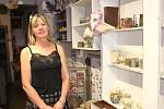 V Galerii Cafe můžete obdivovat keramiku, obrazy a pochutnat si na mrkváči, který usiluje o Dobrotu kraje.