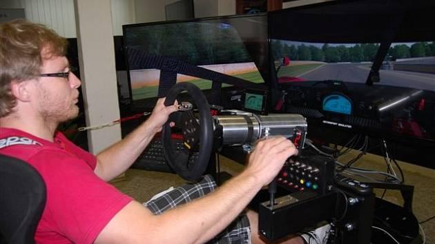 Profesionální simulátor z dílny Petra Lisy.