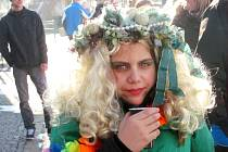 DESÍTKY NÁVŠTĚVNÍKŮ se  první únorovou sobotu neváhaly navléct do rozmanitých kostýmů.