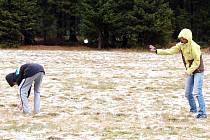 První koulovačku si užívali lidé v sobotu v horské Přebuzi na Sokolovsku