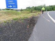 Řidič začal před vozidlem celníků ujíždět zřejmě jen kvůli tomu, že neměl dálniční známku. Při nehodě se zranili čtyři lidé.