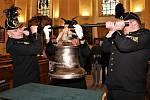 Svatá Barbora už je v chodovském kostele. Zvonit ale bude později. Foto: Město Chodov