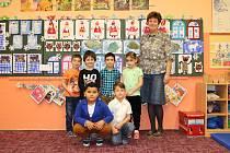 Děti z přípravné třídy na ZŠ Křižíkova Sokolov s třídní učitelkou Alenou Jiříkovou.