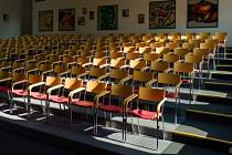 Aula gymnázia, ilustrační foto