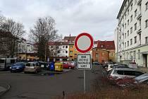Parkování v jednom ze sokolovských vnitrobloků