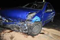 Silně opilý řidič narazil v Sedle do ´kruháče´.