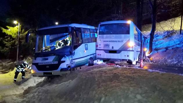 Na Kraslicku se srazily dva autobusy.
