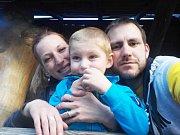 Tříapůlletý Ládík je dětský autista. Jeho výchova je tak mnohem komplikovanější a složitější.