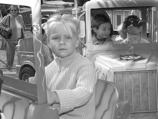 Děti se mohou těšit na pouťové atrakce.