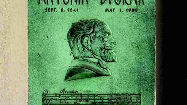 Pamětní deska Antonína Dvořáka.