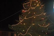 Rozsvícení vánočního stromu v Kraslicích.