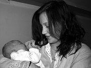 IVETA KOLÁŘOVÁ se narodila v úterý 18. listopadu ve 23.35 hodin v chebské porodnici. Při narození vážila 3 360 gramů a měřila 51 centimetrů. V Čiré u Kraslic se nemohou dočkat návratu maminky Renaty a malé Ivetky, která je první vnučkou.
