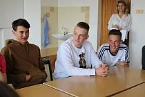 Studenti z Ambergu se během návštěvy v Sokolově zapojili i do vyučování.