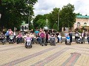 Senioři se spolu se studenty podívali do Františkových Lázní.