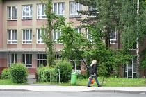 ZŠ v Chodově (na snímku) potvrzuje ústy svého ředitele Milana Kovaříka, že stížnost rodičů řeší.