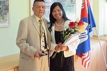 České občanství získala Thuy před 4 lety, její manžel Binh o další 4 roky dříve.