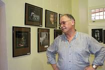 FOTOGRAF Ludvík Erdmann (na snímku) zve veřejnost na výstavu fotografií do galerie v sokolovském zámku.