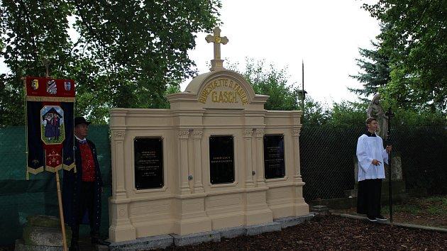 Slavnostní odhalení restaurované rodinné hrobky Gaschů