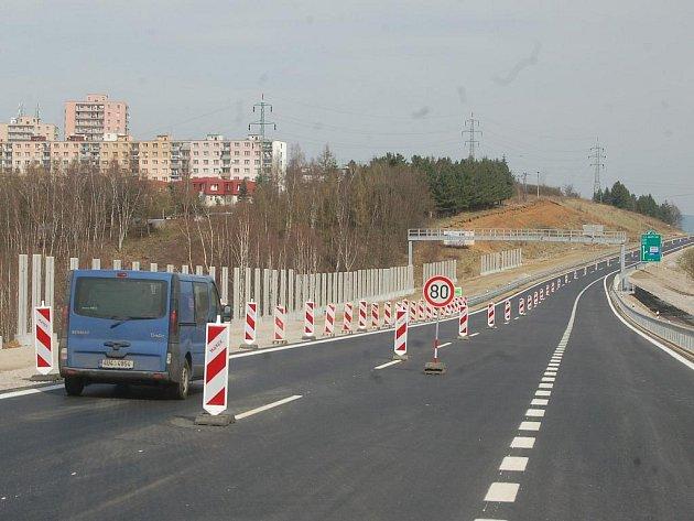 Silnice R6 u Sokolova.
