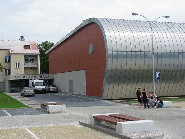 SOUČÁSTÍ nové haly je také přilehlé parkoviště.