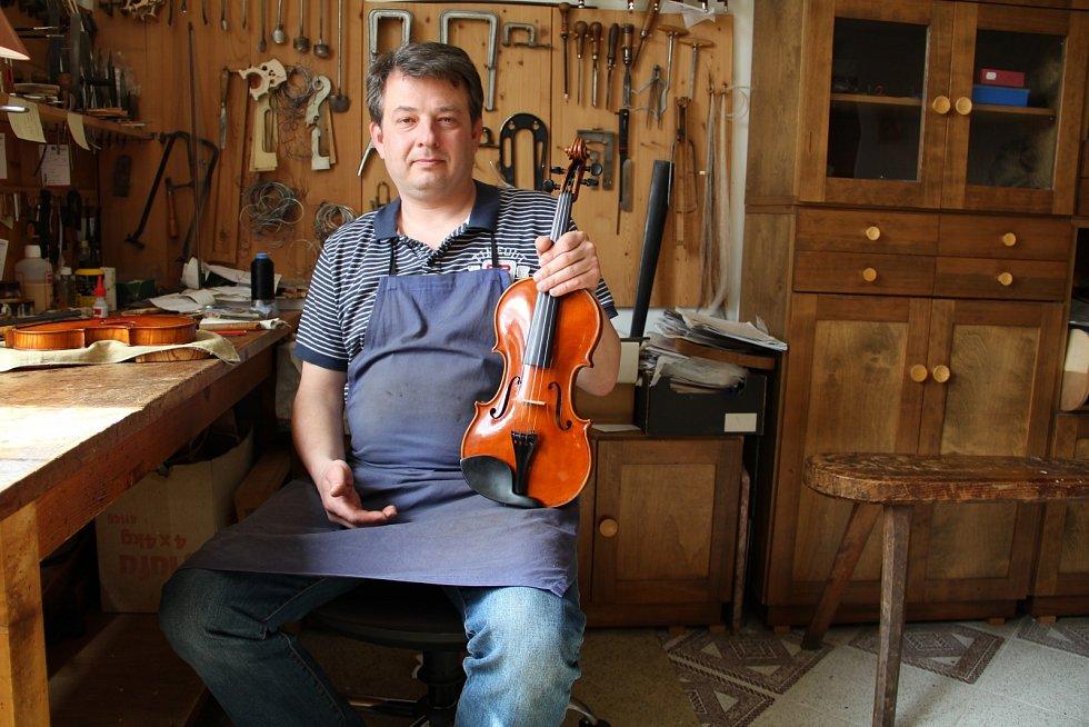 David Pötzl se věnuje restaurování nástrojů i jejich výrobě