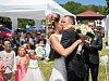Letní svatby jsou in, oddává se na lávce, golfu, na poli nebo u vysílače