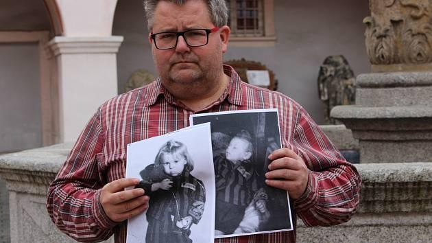 Holčička na fotografii se zřejmě jmenovala Henriette. Velký ohlas má uveřejnění žádosti o pomoc při hledání ve Francii a Belgii.
