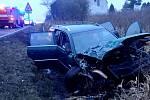 Při nehodě spadlo jedno z havarovaných aut do rybníka.