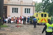 V sokolovské střední škole zkolabovalo dvacet studentů, nejspíše unikl plyn