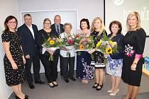 Ocenění učitelé s představiteli města.