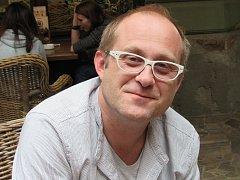 Viktor Braunreiter je herec a scénárista z pouličního divadla Victora Braunreitera.