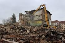 Demolice bývalé 4. základní školy v Sokolově.