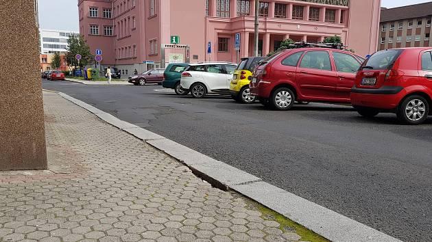 Chodník na sokolovském náměstí