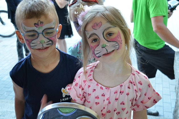 KLUB ŠNEK slavil páté narozeniny. Nechyběl bohatý program a vystoupily i místní děti.