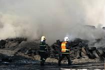 Likvidace požáru skladu pneumatik ve Vřesové.