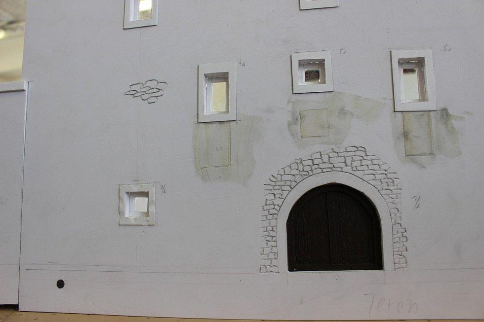 Nejnovějším modelem, který vzniká v dílně ve věznici, je vodní hrad Švihov.