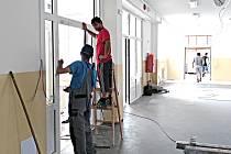 CHODOV SE PUSTIL v létě do budování přístavby své základní školy za 28 milionů korun a zároveň do oprav šaten a toalet.